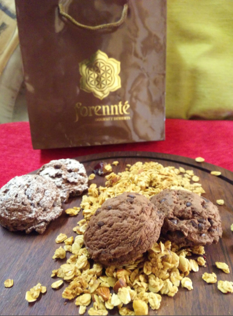 forennte-christmas-hamper-chocolate-cookies-granola